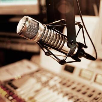 https://indiantelevision.com/sites/default/files/styles/340x340/public/images/tv-images/2016/12/05/Radio%20Broadcaster.jpg?itok=eTgIZbEX