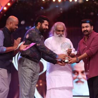 https://indiantelevision.com/sites/default/files/styles/340x340/public/images/tv-images/2019/05/15/awards.jpg?itok=3awIyXj0