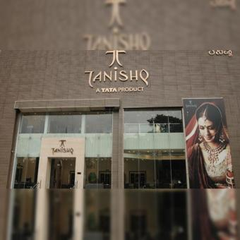 https://indiantelevision.com/sites/default/files/styles/340x340/public/images/tv-images/2020/10/15/tanishq-store.jpg?itok=L4zj8JCc