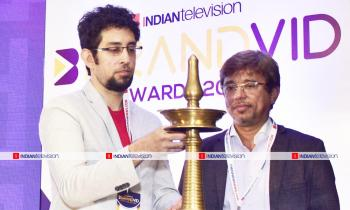 https://indiantelevision.com/sites/default/files/styles/350x350/public/images/photos/2019/06/22/1111.jpg?itok=yEWj9-oK