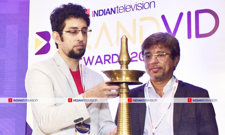 https://indiantelevision.com/sites/default/files/styles/956x956/public/images/photos/2019/06/22/1111.jpg?itok=QAWuTLa6