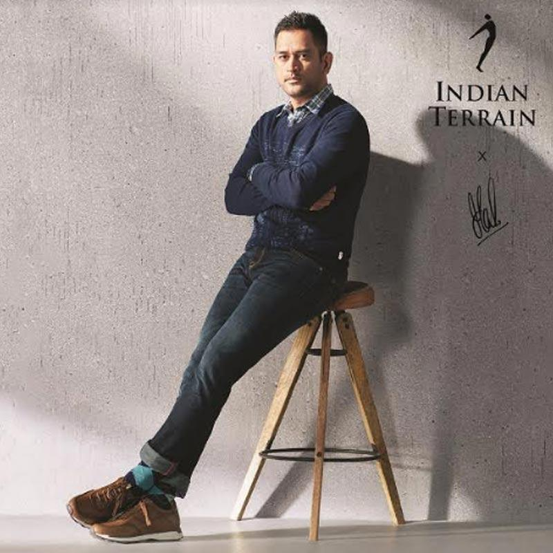 https://indiantelevision.com/sites/default/files/styles/smartcrop_800x800/public/images/tv-images/2019/10/07/dhoni.jpg?itok=B9CS7GRn